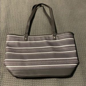 Thirty one city chic tote in dainty dot pebble.